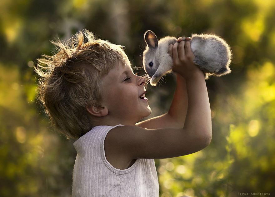 animais crianças quinta fotografia Elena Shumilova coelho