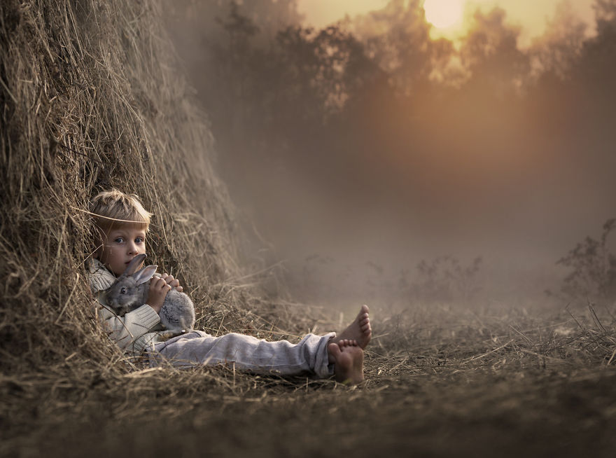 animais crianças quinta fotografia Elena Shumilova coelho palha