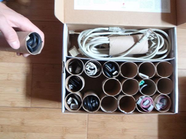 reutilizar rolos de papel higiénico para arrumar cabos