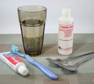lavar os dentes com água oxigenada
