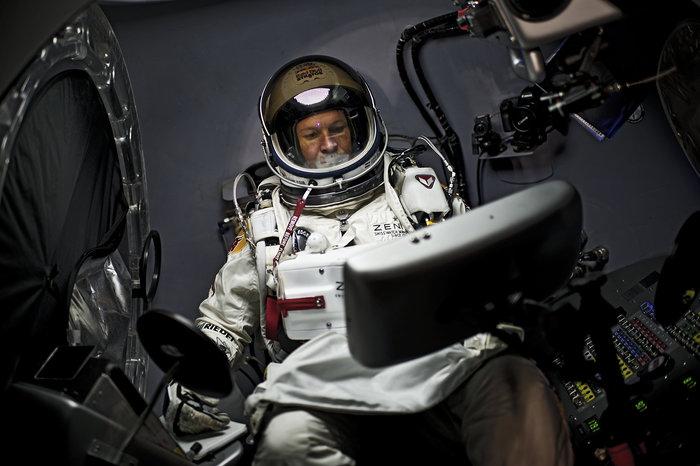 Felix Baumgartner dentro da cápsula estratosférica