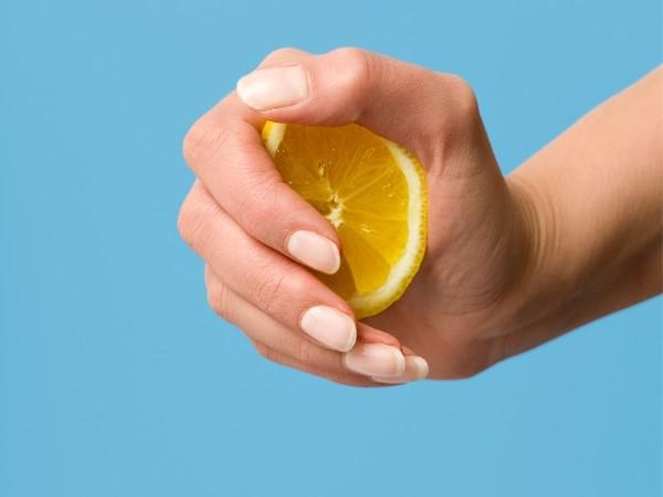 limão mão produtos limpeza caseiros poupar
