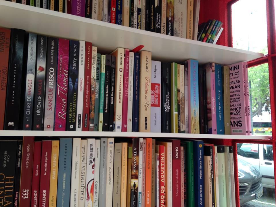 livros biblioteca publica cabine telefónica