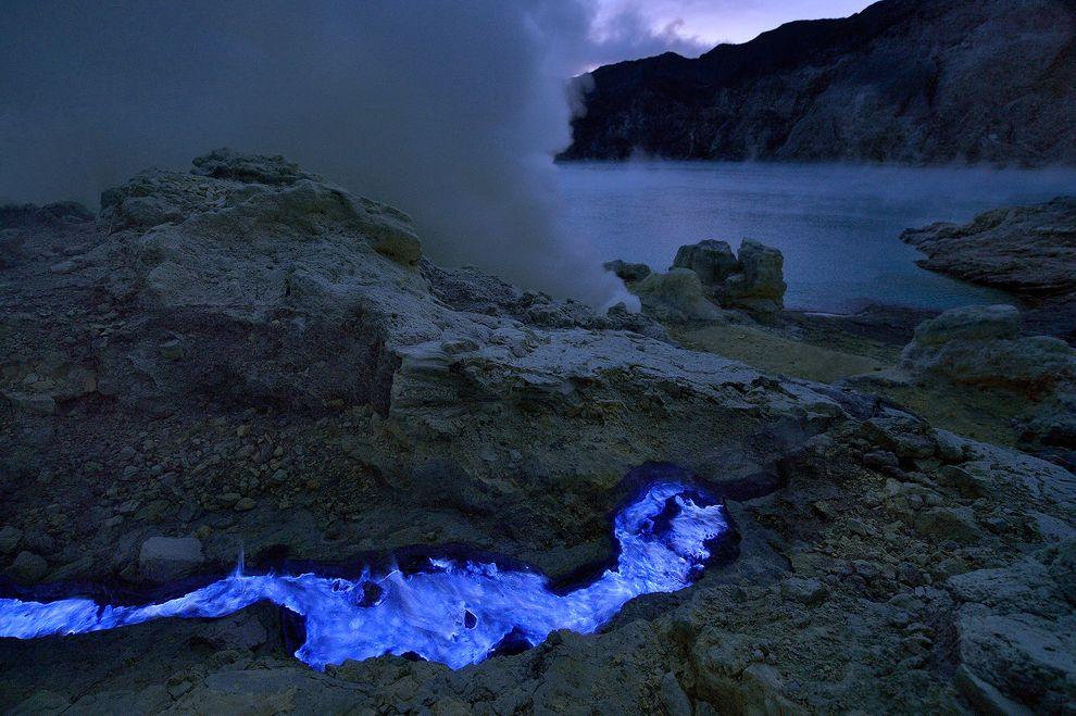 blue-lava-chamas-grunewald-vulcão-azul