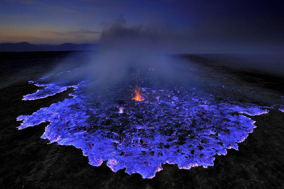 blue-lava-flames-grunewald-vulcão-azul-chamas-erupção