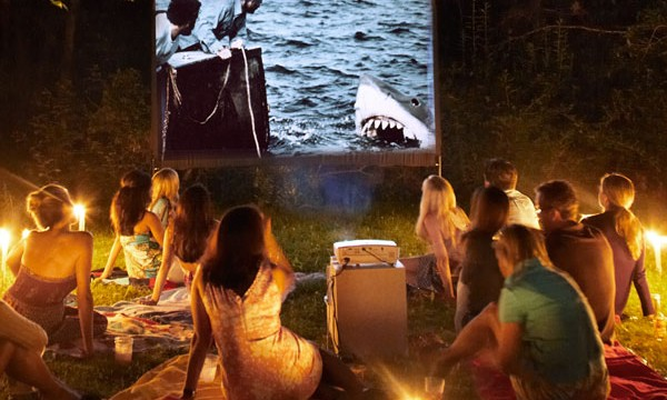 cinema ao ar livre amigos jardim