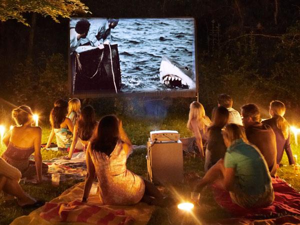 cinema ao ar livre amigos