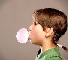 pastilha-balão-chiclete-bubble-gum menina