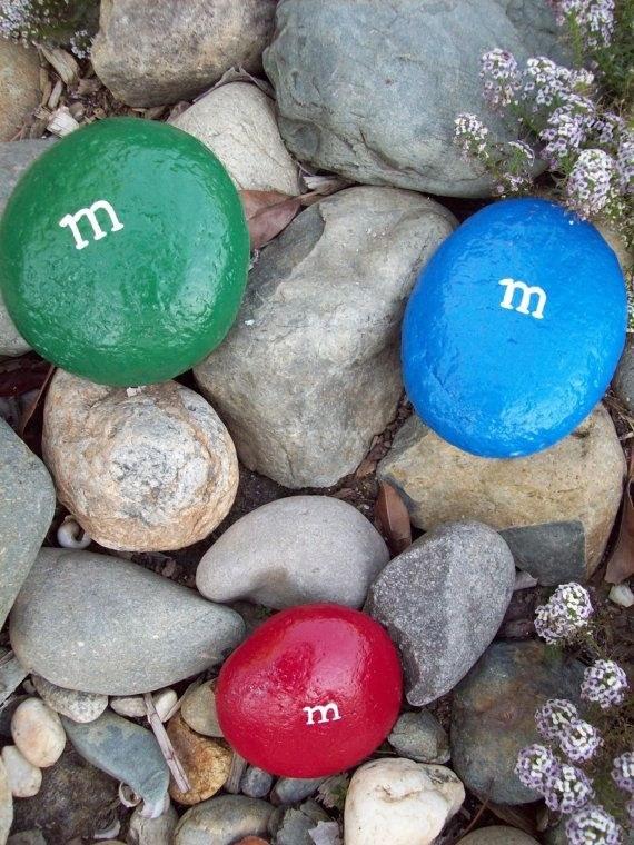 pedras pintadas m&m pátio