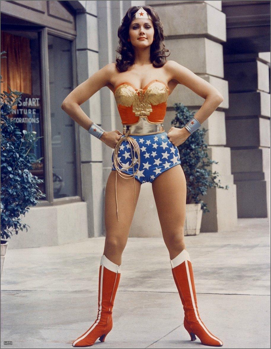 Wonder-Woman-lynda-carter-confiança linguagem corporal