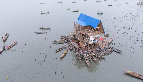 escola madeira flutuante nigéria barcos