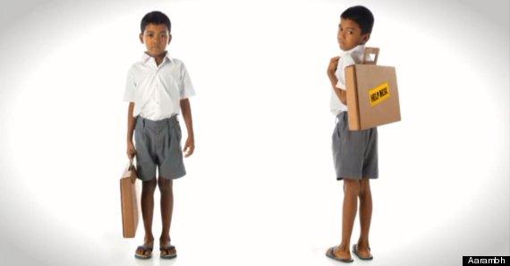 menino indiano mochila mala cartão