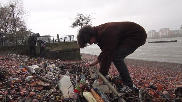 lixo rio tamisa poluição