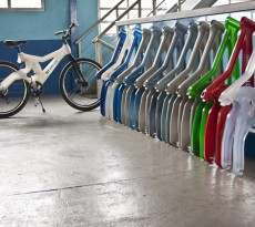 Bicicleta feita de lixo Reciclagem de plástico