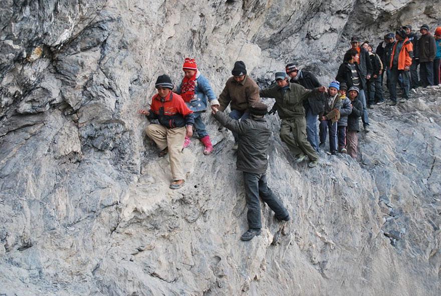 crianças escola caminhos perigosos china montanha
