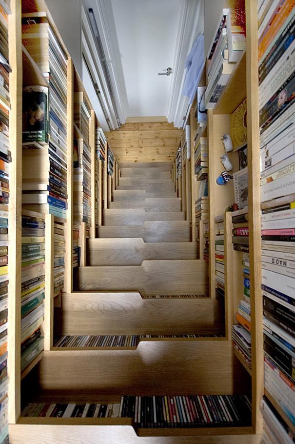 Ideias para poupar espaço em casas pequenas livros arrumar