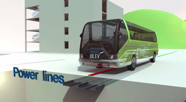 autocarro elétrico carrega na estrada