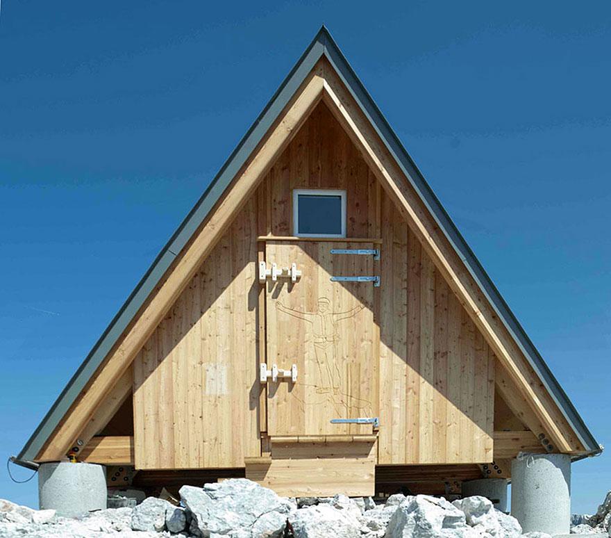 cabana no topo da montanha