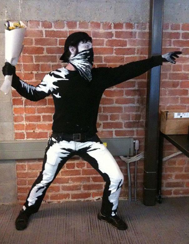 halloween-máscara-banksy arte urbana