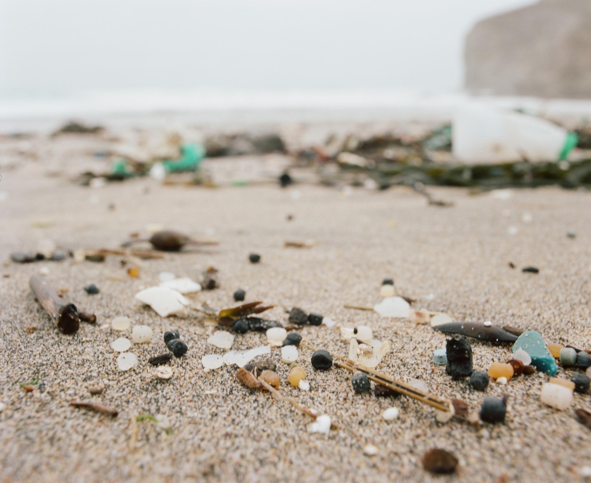 plástico praias lixo