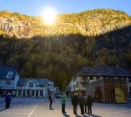 vila norueguesa sol espelhos gigantes