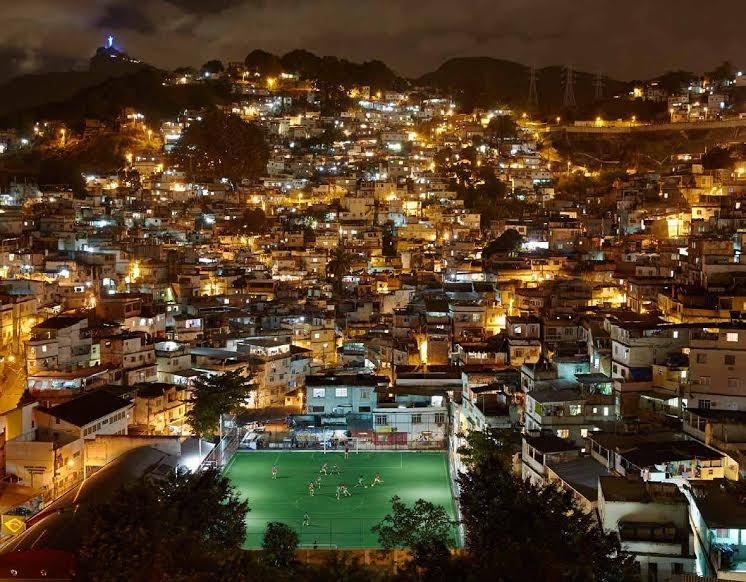 campo de futebol sustentável gera energia