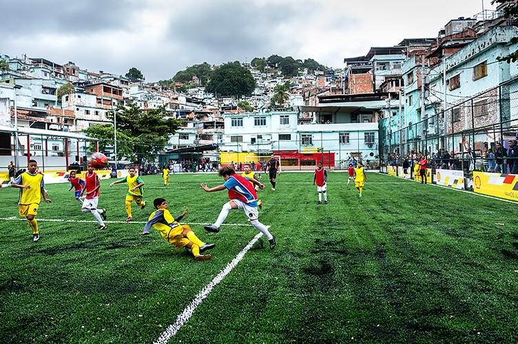 jogar futebol favela rio de janeiro