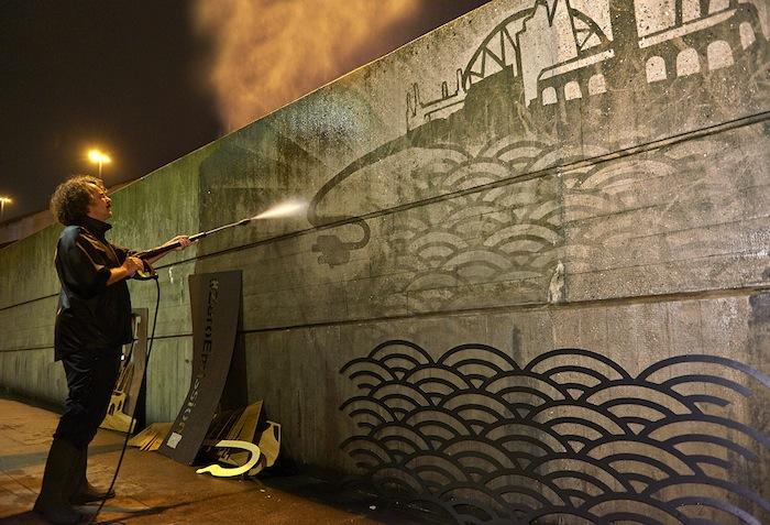 reverse graffiti - mural para nissan feito por moose