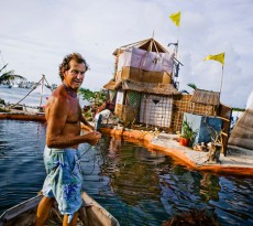 Rishi Island ilha feita com garrafas de plástico