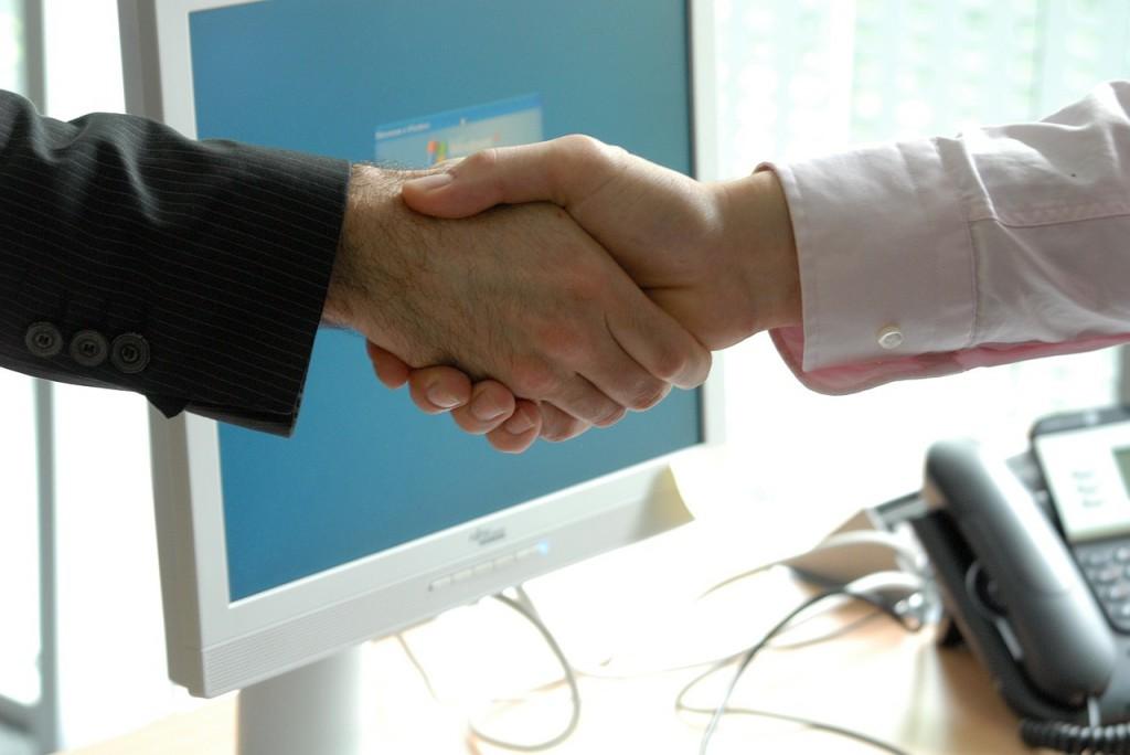 aperto de mão networking