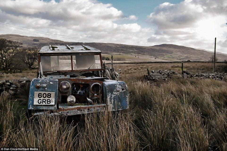 carro ferrugento casa abandonada país de gales