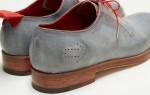 Dominic Wilcox criou uns sapatos com GPS que guiam quem os calça para qualquer destino, independentemente do local onde estão no mundo.