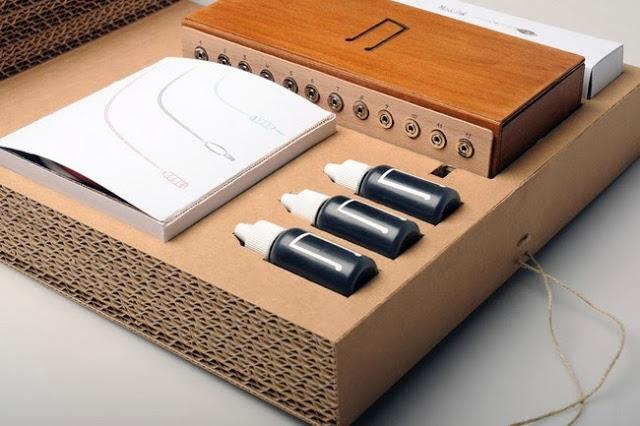 O sensor deteta quando a tinta é tocada com a mão, e toca o instrumento musical correspondente e a nota (especialmente gravado pela Orquestra Filarmónica de Londres)!