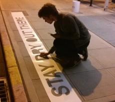 O artista de rua Peregrine Church criou uma série de trabalhos de rua chamada Rainworks, usando tinta repelente.