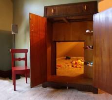 quartos secretos e passagens secretas têm sempre um aspeto místico. Já existem há séculos, e as suas utilizações podem ser imensas, desde segurança, trabalho ou apenas brincadeira.