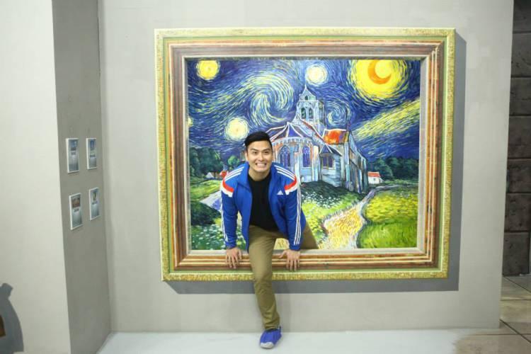 A maior parte dos museus não permite que os seus visitantes tirem fotografias. Mas este não é o caso do Museu Art in Island, na Ilha de Manila, nas Filipinas, aqui as pessoas interagem com as peças de arte e tiram as fotografias que quiseram.