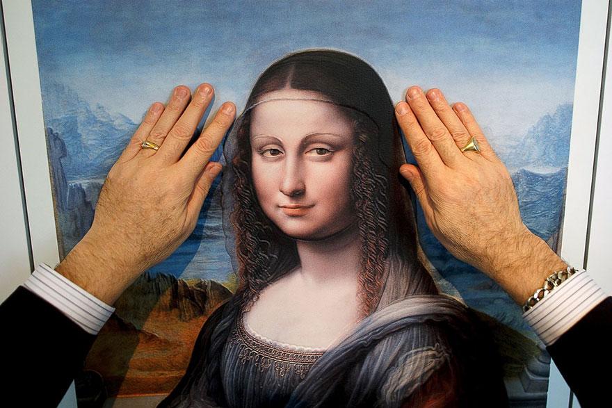 """O Museu do Prado, em Madrid, lançou a sua primeira iniciativa de arte para invisuais, a pensar nos visitantes com deficiência visual, com uma instalação de várias reproduções de obras famosas em relevo, permitindo aos invisuais """"ver"""" e sentir os quadros."""