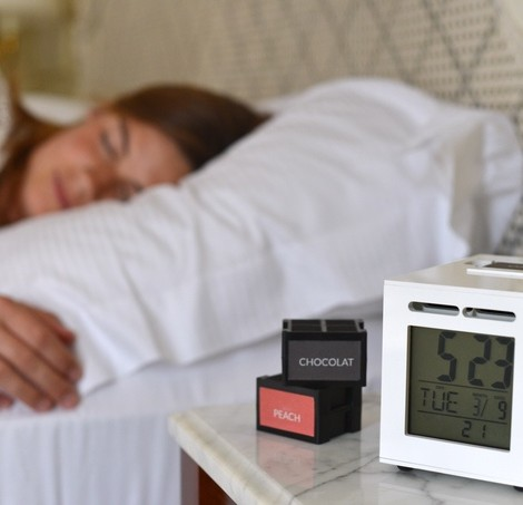 O SensorWake pode ser a resposta para os teus problemas: um despertador que te acorda através do olfato, ou seja, um aparelho que liberta à hora certa um perfume que gostas e te faz acordar feliz.