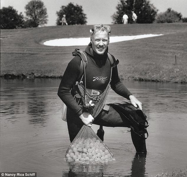 apanhador de bolas de golf profissões mais estranhas