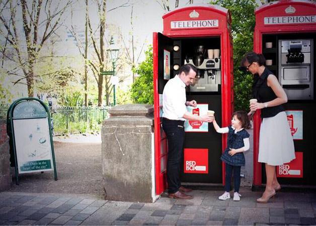 cabine telefónica inglesa café