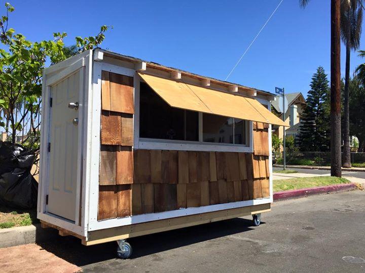 casa de madeira sem abrigo