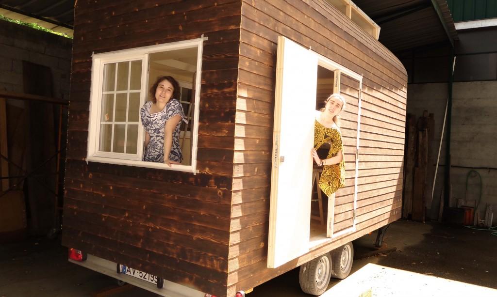 Carolina Marques e Kelly Baptista, a LusiTiny é o primeiro protótipo de casa itinerante com todos os confortos e funcionalidades básicas de uma casa.