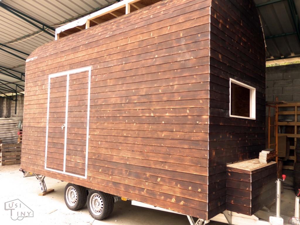 A LusiTiny é uma pequena casa sobre rodas, ecológica e de madeira, criada por uma arquiteta portuguesa. O objetivo é criar uma casa auto-sustentável, reciclando e reaproveitando materiais.