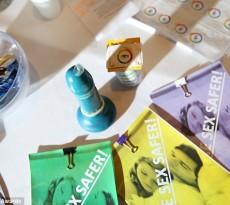 Um preservativo que muda de cor quando entra em contacto com doenças infeciosas, tal como a clamídia ou a sífilis.