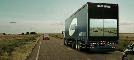 """A conhecida marca de tecnologia Samsung criou um conceito de """"camião transparente"""" que promete tornar a ultrapassagem de camiões muito mais fácil e segura."""