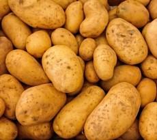 Remover cola das mãos, limpar sapatos e polir talheres, são apenas alguns exemplos práticos das utilidades das batatas.
