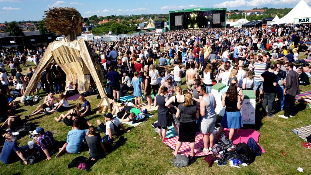 escultura madeira festival música