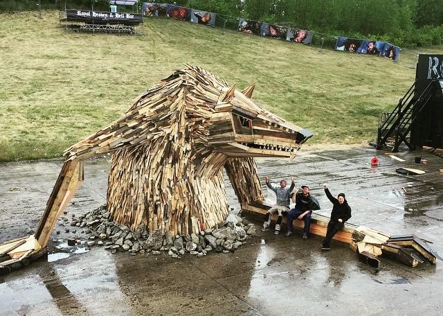esculturas em madeira thomas dambo wolf