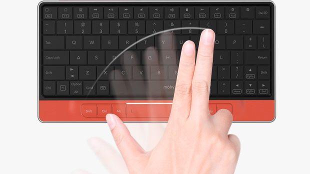 Já existem várias opções no mercado de teclados para dispositivos móveis (telemóveis e tablets), mas o Moky é um pouco diferente, por cima das teclas tem um ecrã tátil invisível, que funciona como rato.