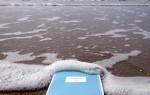 Uma empresa holandesa, formada pelo casal Jasper Jansen e Wing Weng, desenvolveu uma solução para quem gosta de ler e de banhos de imersão - Bibliobath, livros à prova de água.